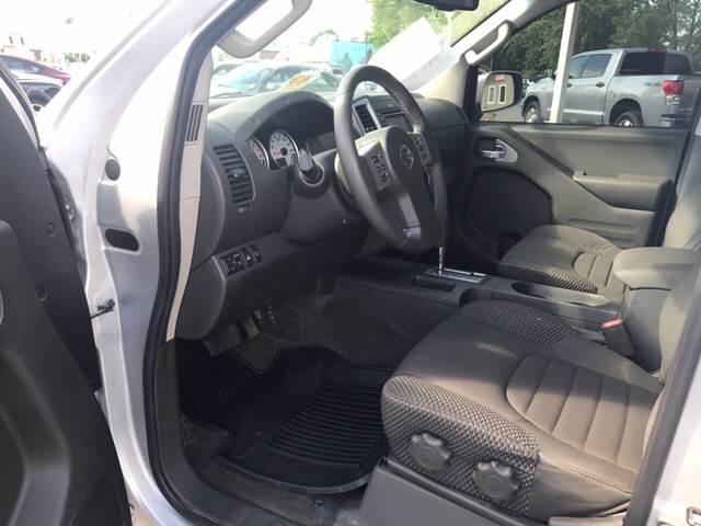 2015 Nissan Frontier 4x4 PRO-4X 4dr Crew Cab 5 ft. SB Pickup 5A - Virginia Beach VA