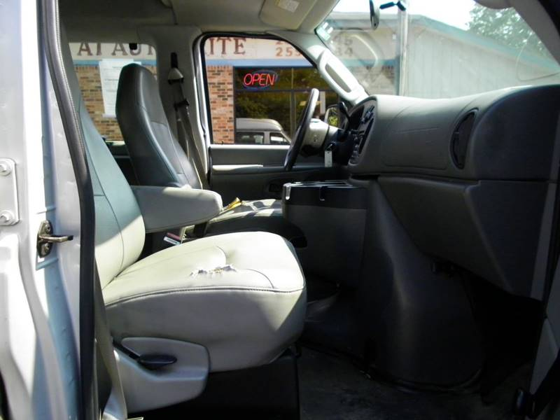 2006 Ford E-Series Wagon E-150 XL 3dr Passenger Van In Perry