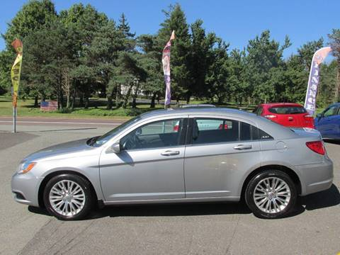 2013 Chrysler 200 for sale at GEG Automotive in Gilbertsville PA