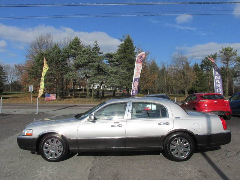 2005 Lincoln Town Car Signature Limited 4dr Sedan In Gilbertsville