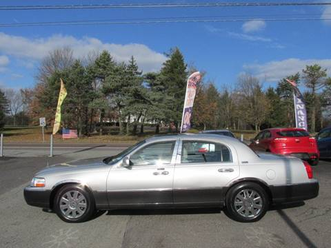 2005 Lincoln Town Car for sale at GEG Automotive in Gilbertsville PA