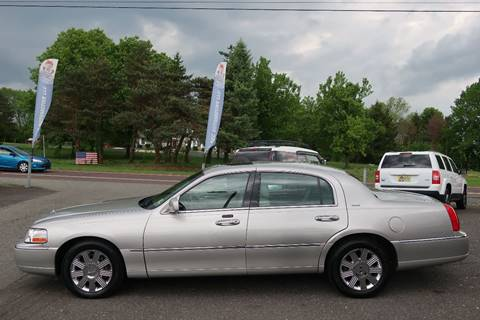 2004 Lincoln Town Car for sale at GEG Automotive in Gilbertsville PA