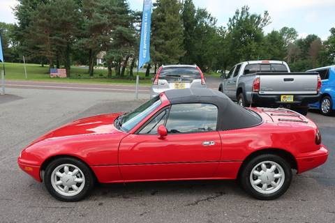 1992 Mazda MX-5 Miata for sale at GEG Automotive in Gilbertsville PA