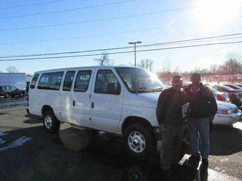 2003 Ford E-Series Wagon for sale at GEG Automotive in Gilbertsville PA