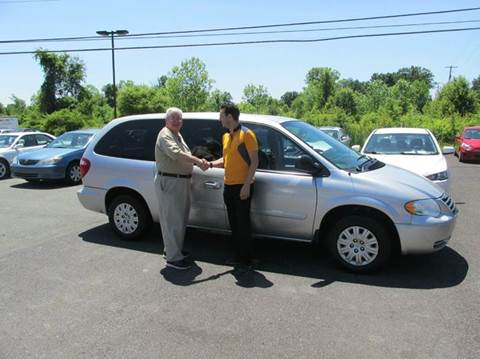 2006 Chrysler Town and Country for sale at GEG Automotive in Gilbertsville PA