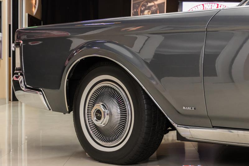 1969 Lincoln Continental 34