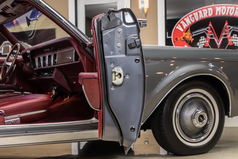 1969 Lincoln Continental 64