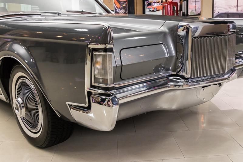 1969 Lincoln Continental 19