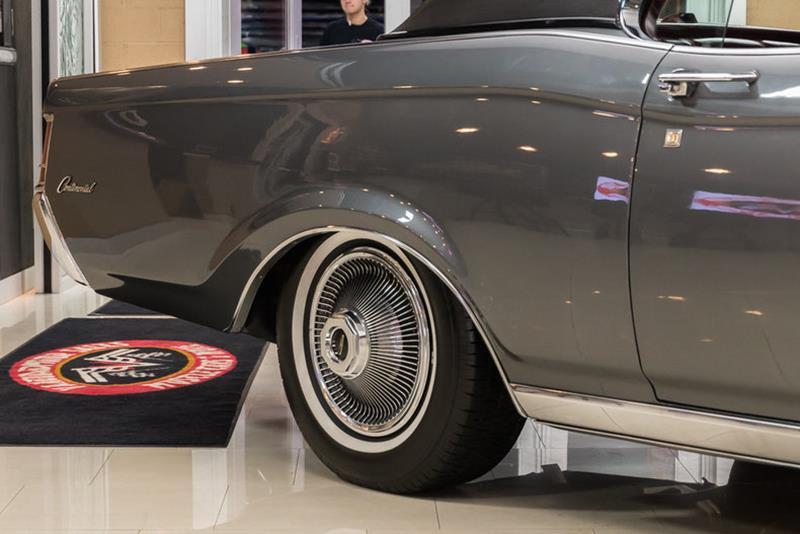 1969 Lincoln Continental 21