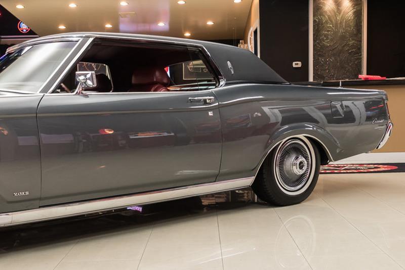 1969 Lincoln Continental 28