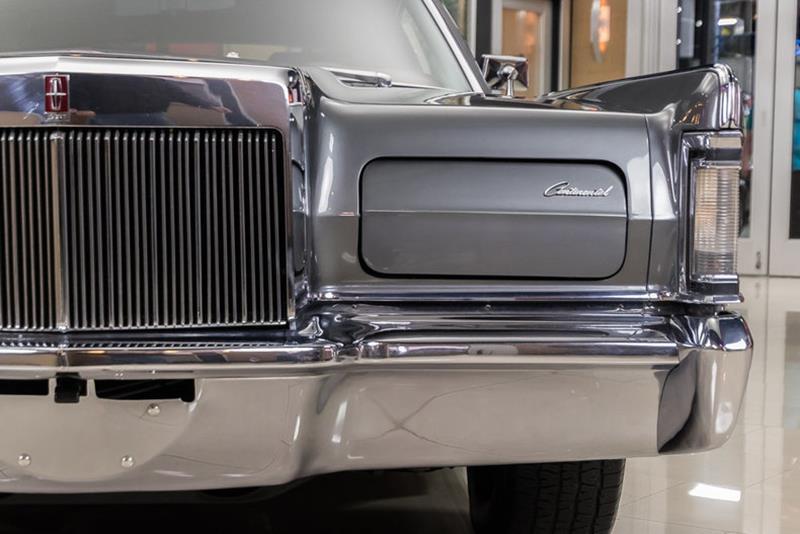 1969 Lincoln Continental 26