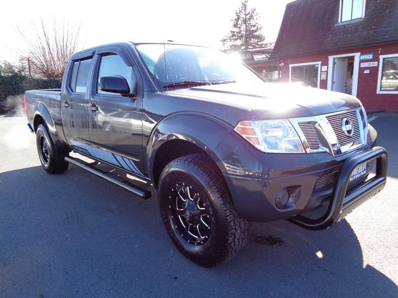 2015 NISSAN FRONTIER SV 4X2 4DR CREW CAB 61 FT SB P gray clean truck 2-stage unlocking doo