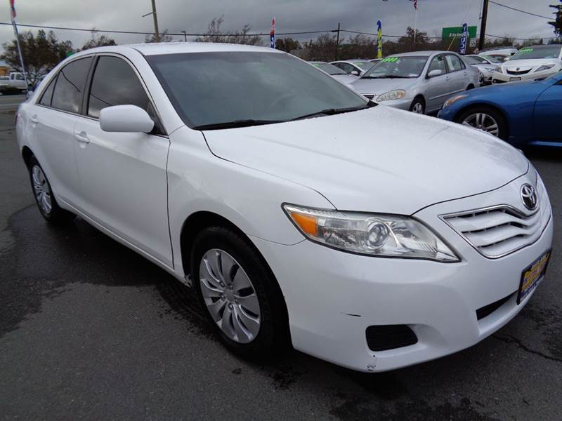 2011 TOYOTA CAMRY LE 4DR SEDAN 6A white one owner vehicle 2-stage unlocking doors abs - 4-