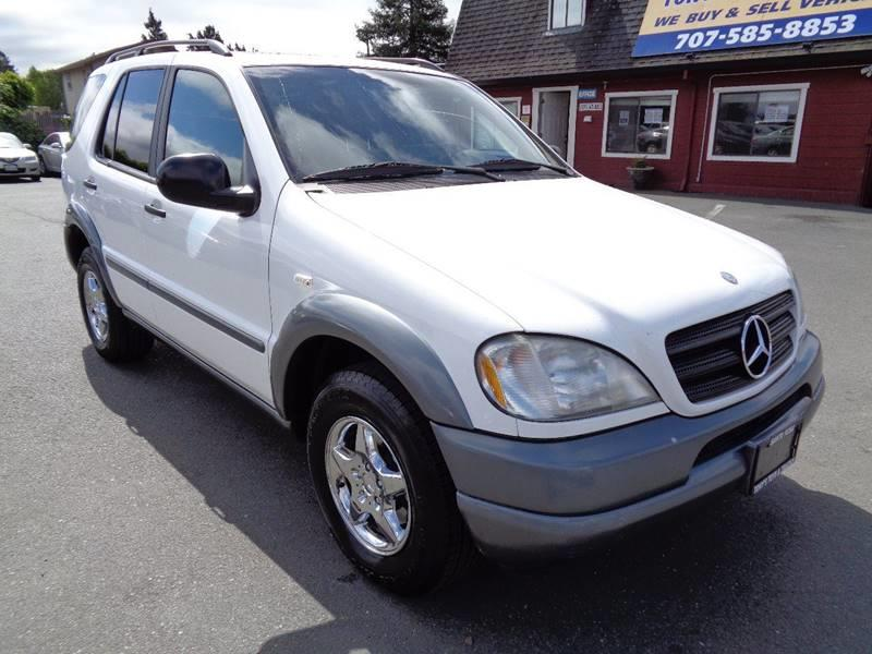 1998 MERCEDES-BENZ M-CLASS ML 320 AWD 4DR 4MATIC SUV white front air conditioning center console