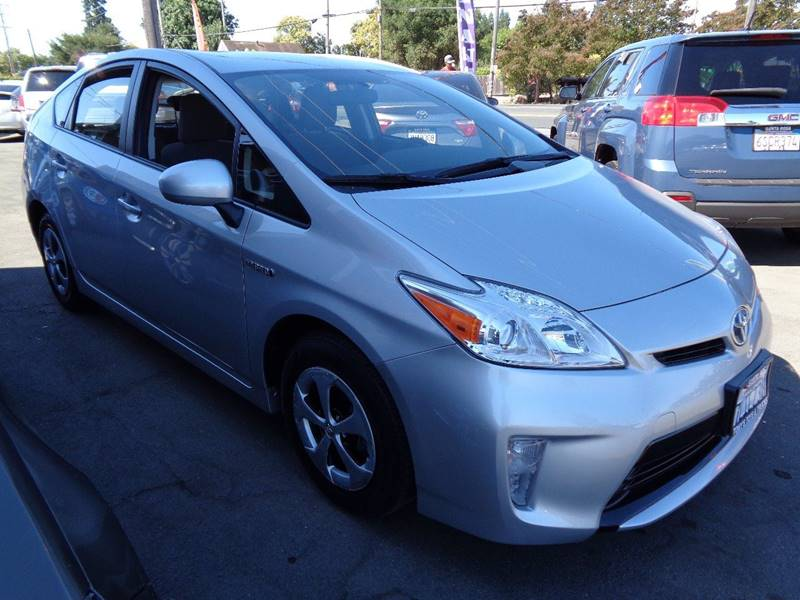 2015 TOYOTA PRIUS TWO 4DR HATCHBACK silver door handle color - body-color fr