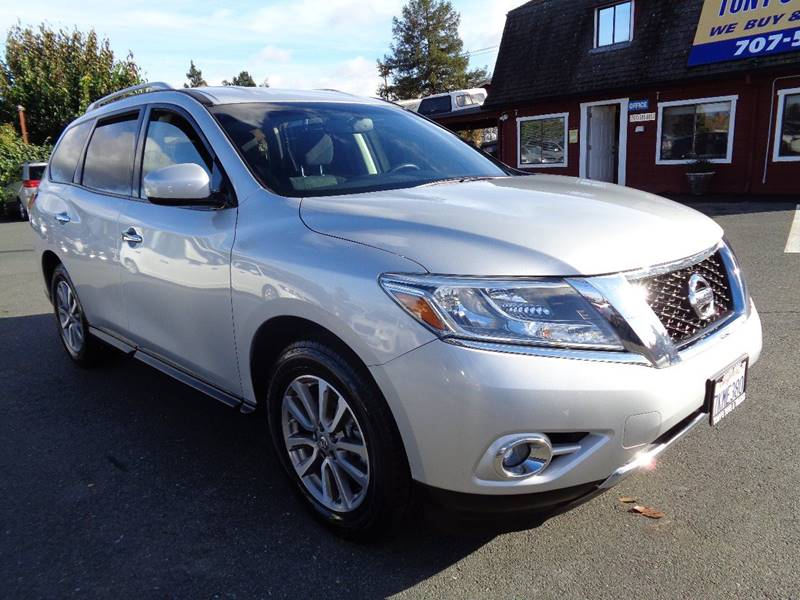2015 NISSAN PATHFINDER SV 4X4 4DR SUV silver new tires3rd row seating
