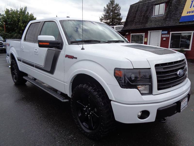 2014 FORD F-150 FX4 4X4 4DR SUPERCREW STYLESIDE white one owner truck new tires fende