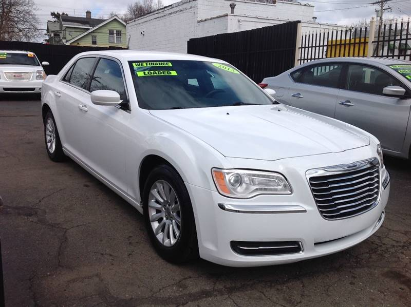 2013 Chrysler 300 car for sale in Detroit