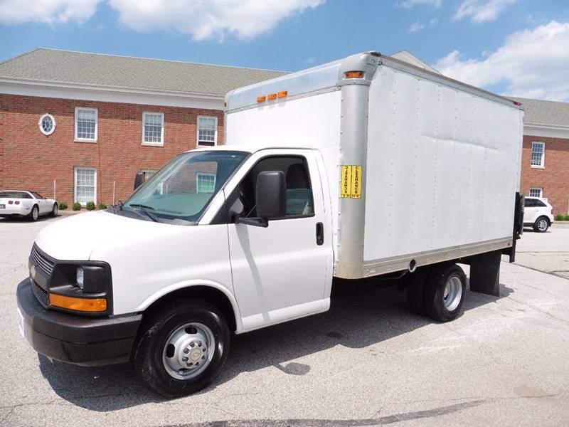 2012 Chevrolet Express Cutaway 3500 2dr 139 in. WB Cutaway Chassis w/ 1WT - Chagrin Falls OH
