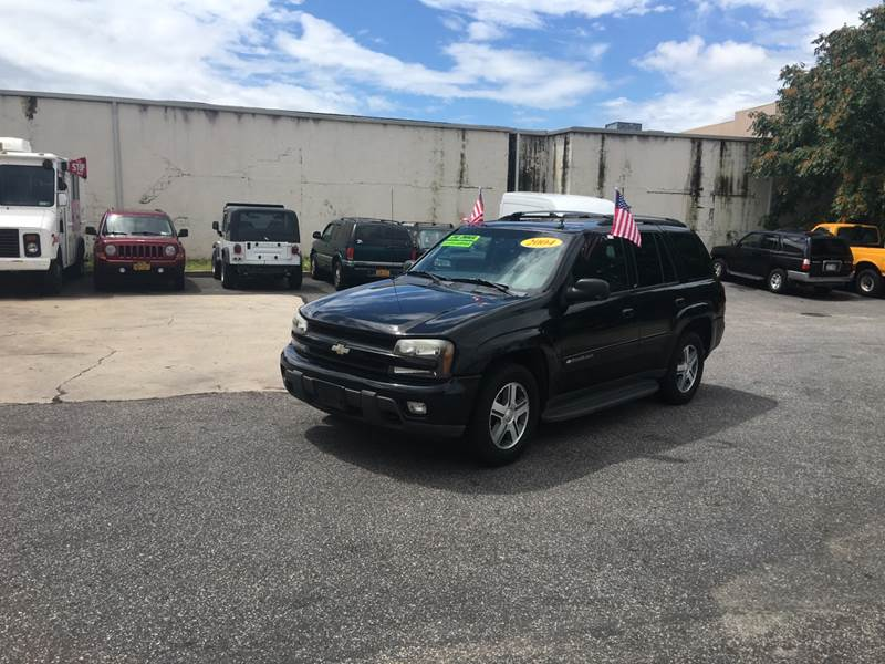 2004 Chevrolet TrailBlazer for sale at 1020 Route 109 Auto Sales in Lindenhurst NY