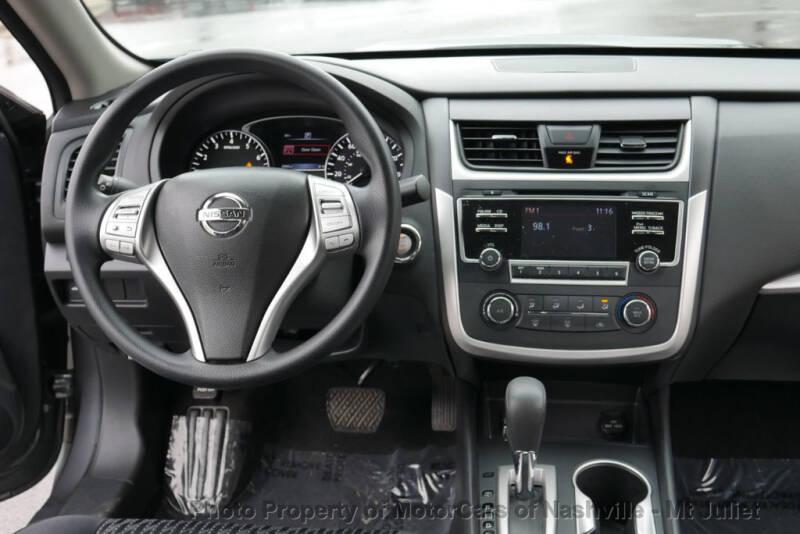 2017 Nissan Altima (image 29)
