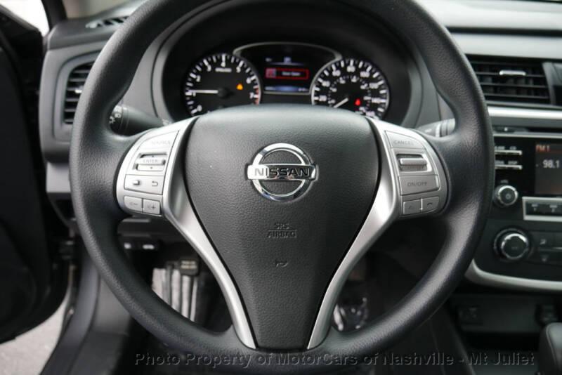 2017 Nissan Altima (image 30)