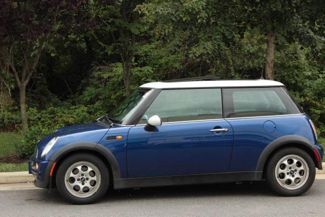 2004 mini cooper 2dr hatchback in chantilly va m m auto brokers. Black Bedroom Furniture Sets. Home Design Ideas