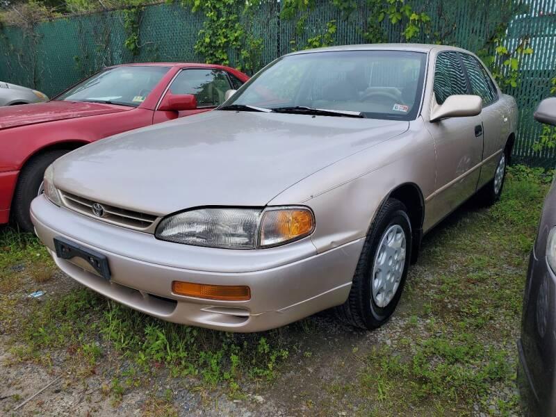 1996 Toyota Camry LE 4dr Sedan - Chantilly VA