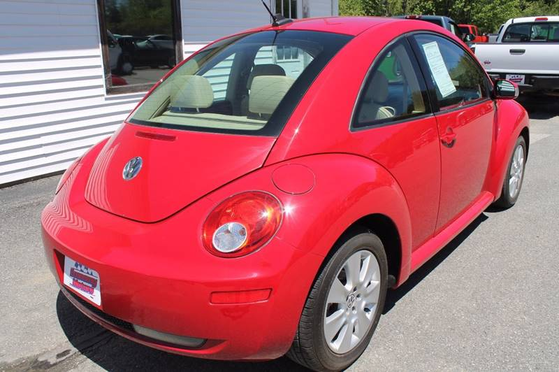 2010 Volkswagen New Beetle PZEV 2dr Hatchback 6A - Hermon ME