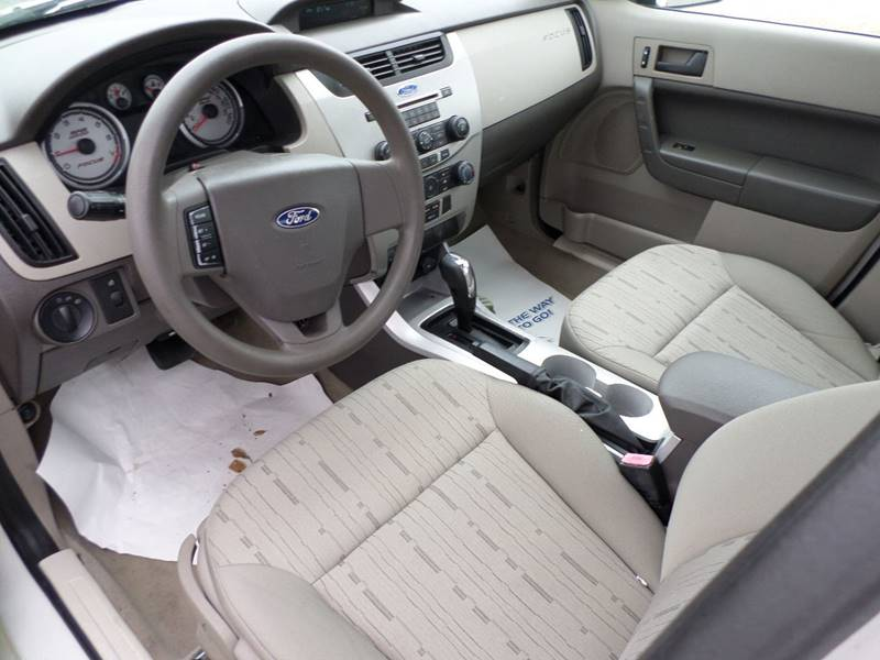 2009 Ford Focus SE 4dr Sedan - Flora MS