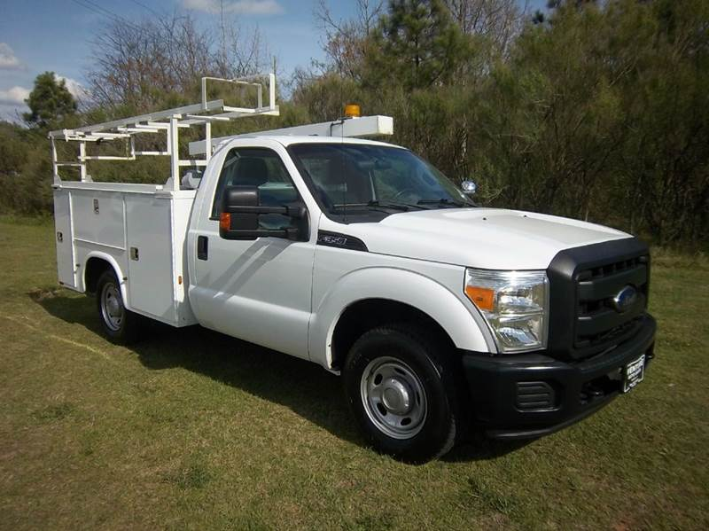 2012 FORD F-350 SUPER DUTY 2DR REG CAB SERVICE BODY white this knapheide service body will make y