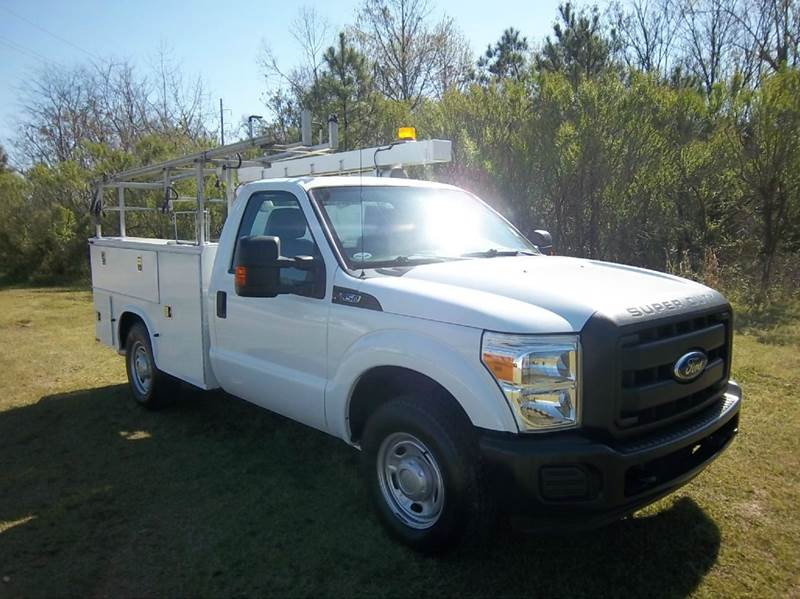 2012 FORD F-350 SUPER DUTY 2DR REG CAB SERVICE BODY white do you need a truck that will work as h