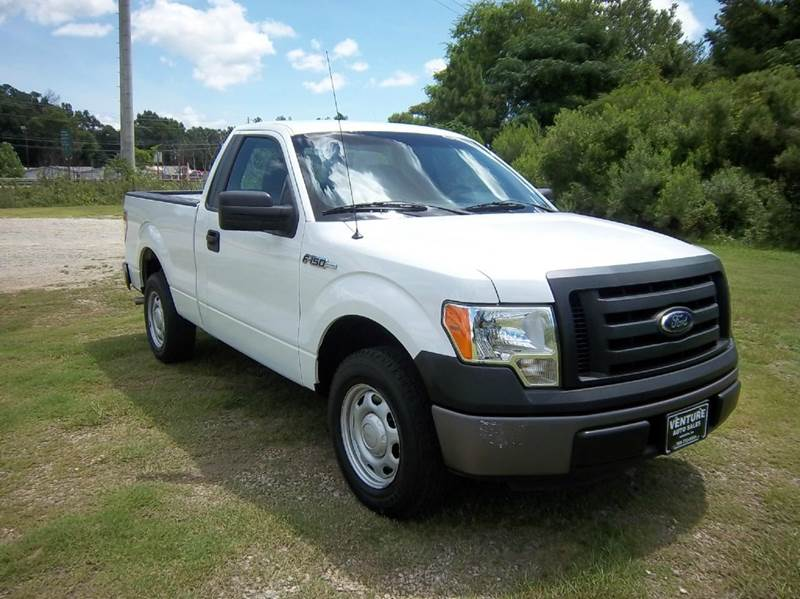 2012 FORD F-150 XL 4X2 2DR REGULAR CAB STYLESIDE white looking for a great truck that is big eno