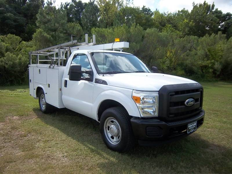 2011 FORD F-350 SUPER DUTY XL 4X2 2DR REGULAR CAB 8 FT LB white this truck can carry all your to
