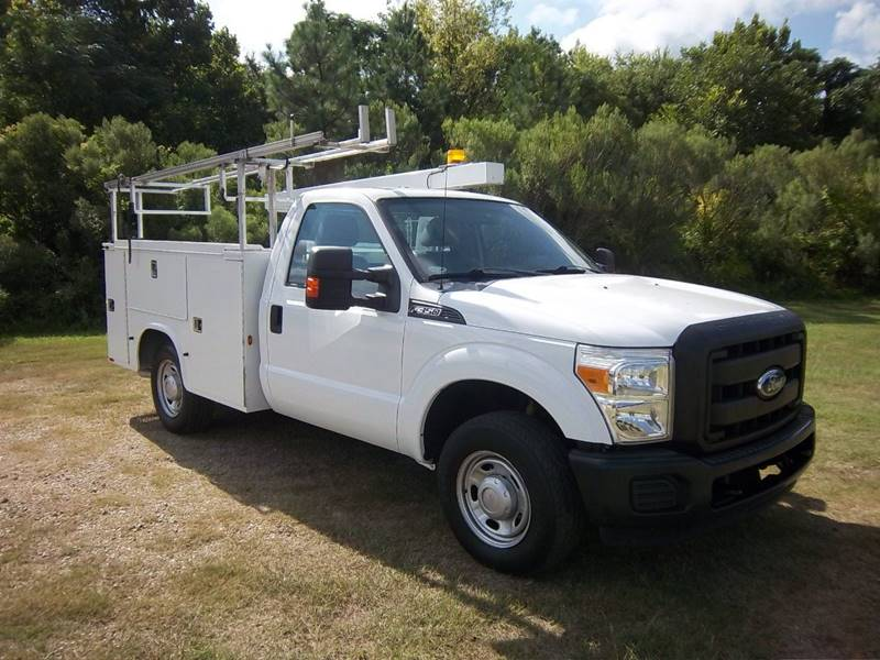 2012 FORD F-350 SUPER DUTY XL 4X2 2DR REGULAR CAB 8 FT LB white this service truck can carry all