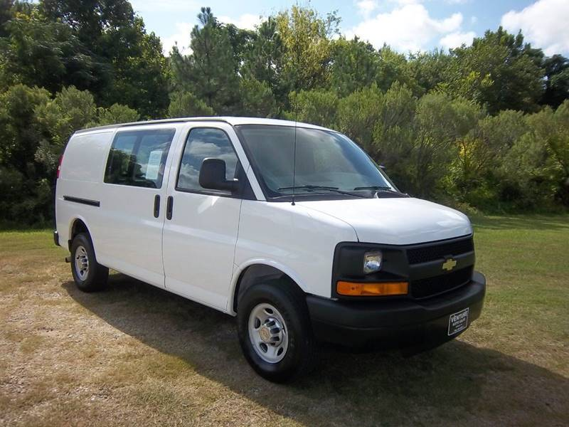 2014 CHEVROLET EXPRESS CARGO 3DR CARGO white looking for a really great cargo van that will have