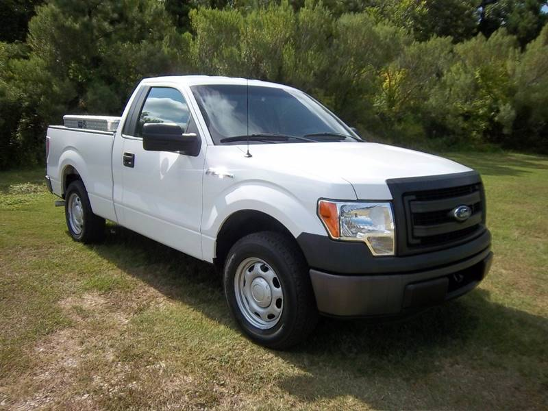 2013 FORD F-150 XL 4X2 2DR REGULAR CAB STYLESIDE white looking for a great work truck that is go