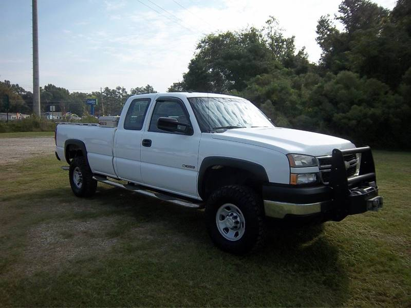 2007 CHEVROLET SILVERADO 3500 CLASSIC LS 4DR EXTENDED CAB 4WD LB white this truck is a heavy duty