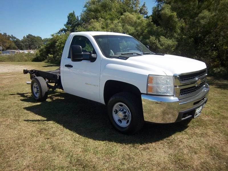 2008 CHEVROLET SILVERADO 2500HD CAB  CHASSIS white this is a perfect truck to build what you nee
