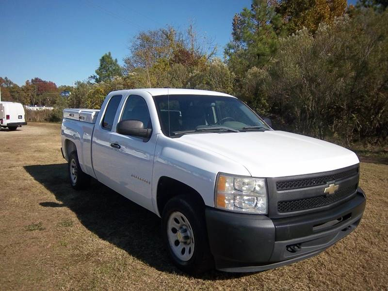2009 CHEVROLET SILVERADO 1500 WORK TRUCK 4X2 4DR EXTENDED CAB white looking for a great work truc