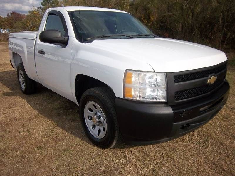 2011 CHEVROLET SILVERADO 1500 2DR white regular cab short bed with a really nice are tonneau cov