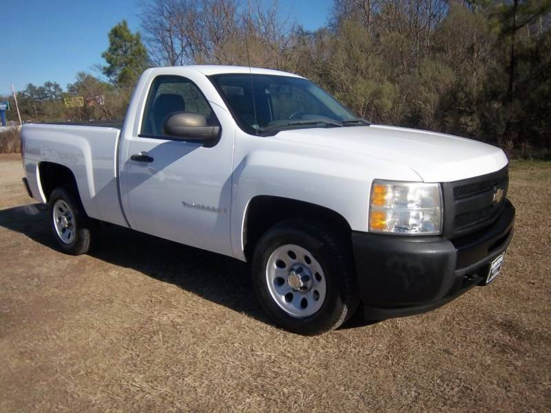 2009 CHEVROLET SILVERADO 1500 2DR REG CAB SHORT BED white this is a great truck with a powerful 5