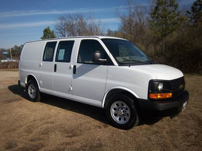 2014 CHEVROLET 1500 EXPRESS CARGO VAN 3DR white this is a chevy 1500 express cargo van with a 4