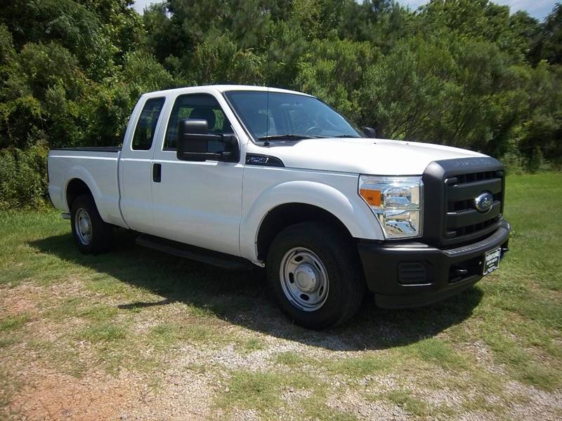 2012 FORD F-250 SUPER DUTY XL 4X2 4DR SUPERCAB 68 FT SB P white looking for a truck that will w