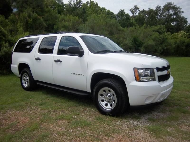 2012 CHEVROLET SUBURBAN FLEET 1500 4X4 4DR SUV white looking for a really nice suburban that wil