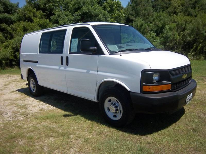 2015 CHEVROLET 2500 EXPRESS CARGO VAN 3DR white chevy 2500 express cargo van that is completely