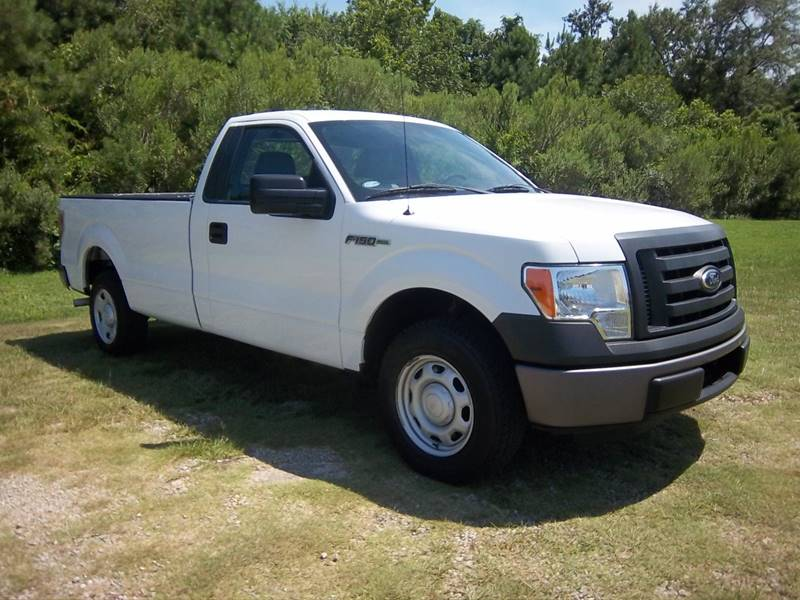 2012 FORD F-150 XL 4X2 2DR REGULAR CAB STYLESIDE white this is a great truck with a great price