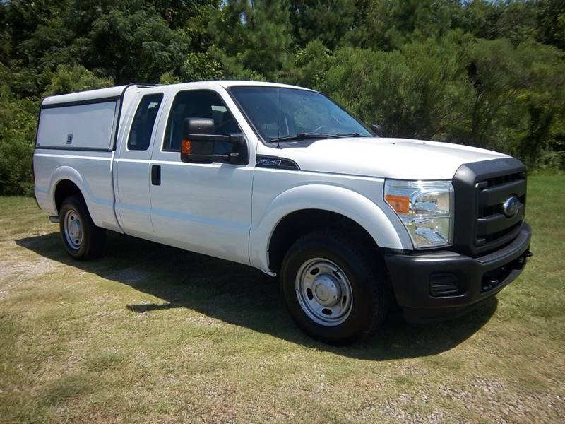 2013 FORD F250 XL SUPERCAB 4DR EXTENDED SB white keep all your tools  supplies nice safe secu