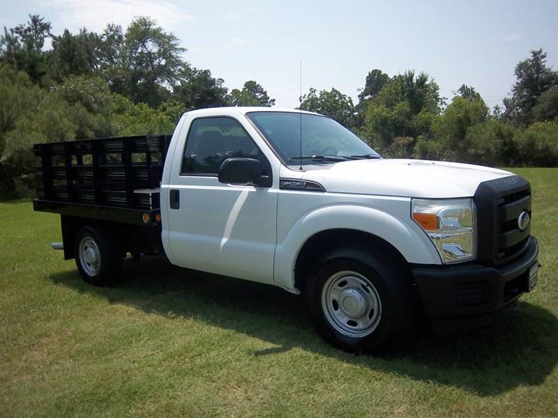 2011 FORD F250 XL FLAT BED TRUCK 2DR white f250 regular cab 85ft flat bed stake bed with sid