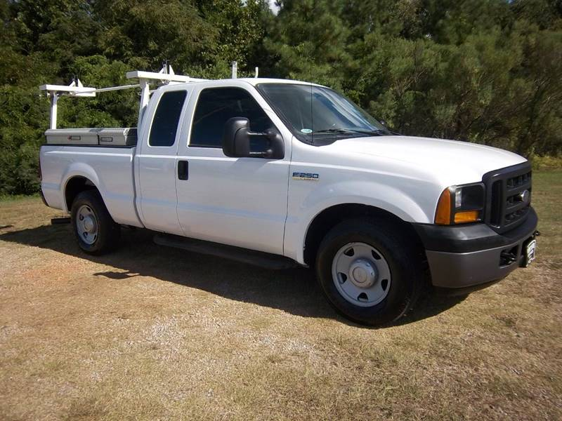 2006 FORD F250 XL EXT CAB 4DR white this is an older truck with good miles that is exceptionally
